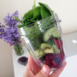 smoothie spinach and berries